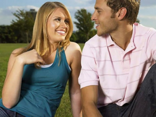 How to flirt with body language with a guy